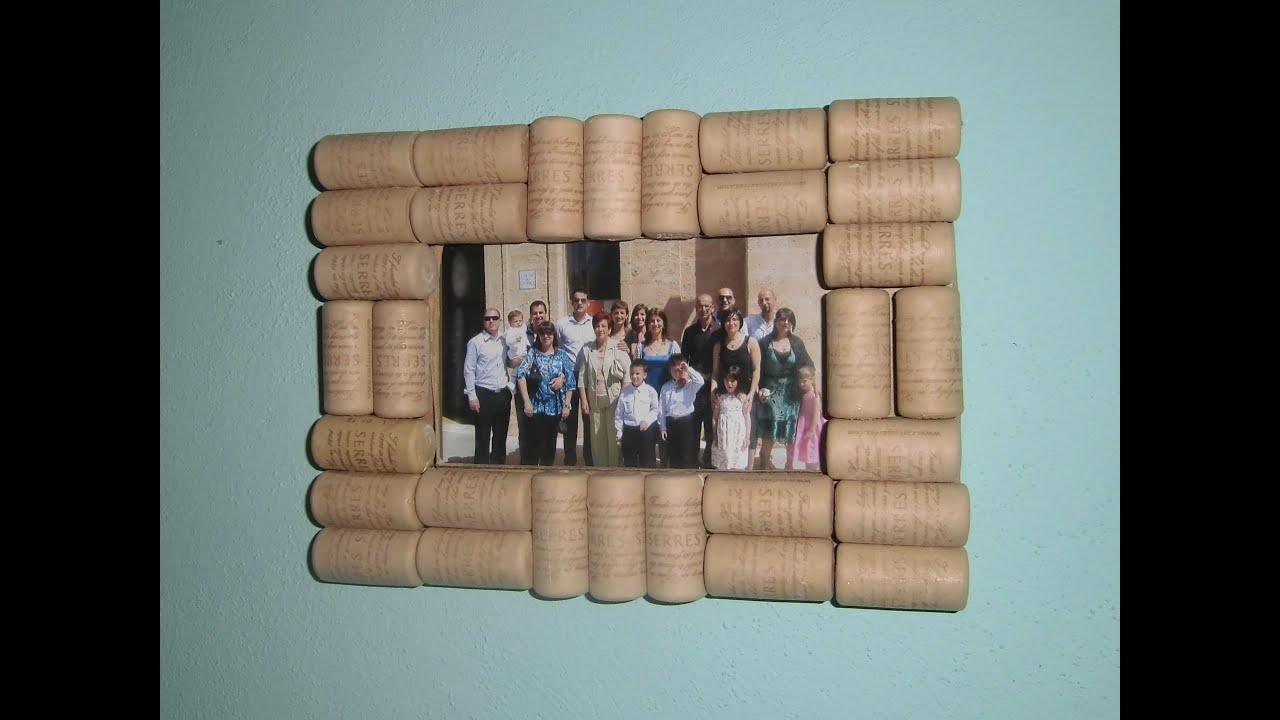 Marco de fotos casero con corchos de jm qj desiari youtube - Ideas para hacer cuadros con telas ...