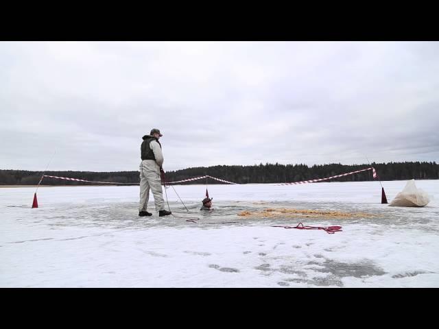 Blivande soldater badar isvak
