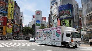 渋谷を走行する、きゃりーぱみゅぱみゅ 2016年5月25日発売 初ベストアル...