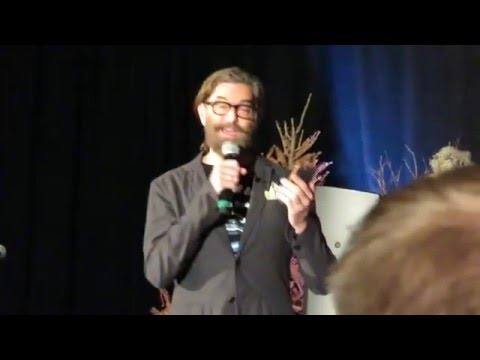 Timothy Omundson Calls Maggie Lawson at DC Con 2016