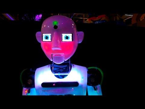 Видео: Выставка роботов робот танцор, говорящий робот, робот паук, терминатор и другие