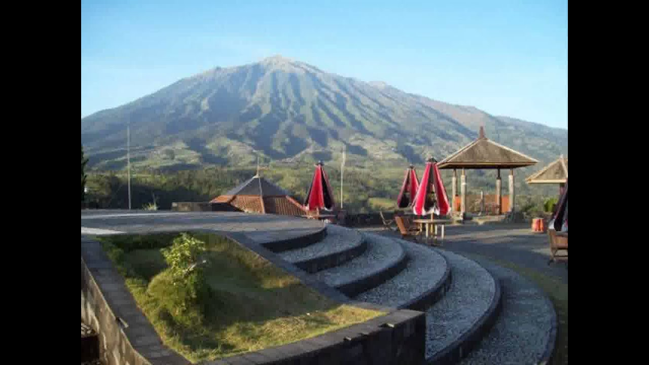 Ketep Pass merupakan salah satu objek wisata yang paling ramai dikunjungi oleh para wisatawan