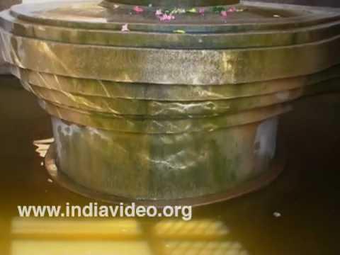 Jala Khandeshvaran, the monolithic shiva lingam at Hampi in Bellari
