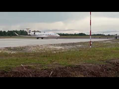 Pesawat Keluarga Mendarat Duluan di Bandar Udara Iskandar Pangkalan Bun