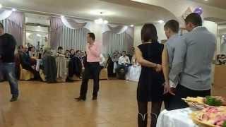 Конкурс на свадьбе.Тамада танцует цыганочку.