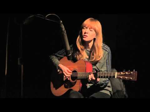 Lucy Rose performs Shiver in session on Radio 1