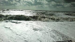 Черное море Небуг шторм сентябрь 2014(Видео с сайта Отдыхай на морях http://na-moryax.ru/ Места отдыха и размещения без посредников на юге России и республ..., 2014-09-25T18:17:03.000Z)