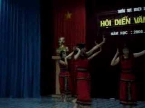Bài múa Dân tộc của 9a7 (Official)