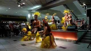 Repeat youtube video Tahiti Hula dancers on Waikiki Shopping plaza