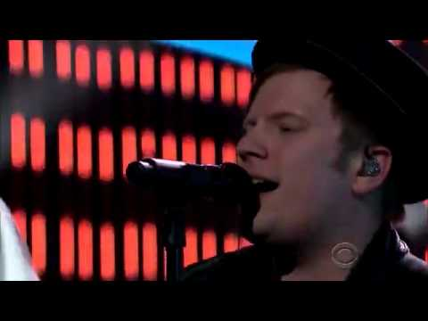 Fall Out Boy ft.Wiz Khalifa  - 'Stayin Out All Night' On The Late Show 2015