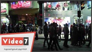 رواد سينمات وسط القاهرة يغلقون شارع طلعت حرب