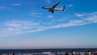 Vuelo rasante sobre el mar, Un avión de Aerolíneas Argentinas sorprendió a  turistas
