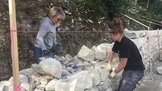 Construction d'un mur de soutènement en pierre sèche (stage)