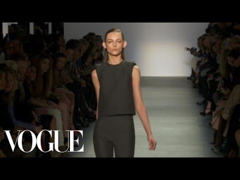 Fashion Show – Giambattista Valli: Fall 2011 Ready-to-Wear