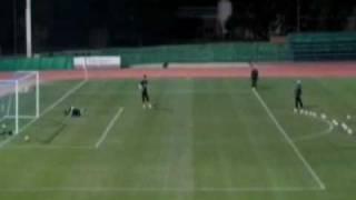 Maradona humilha goleiros em treino da Argentina - copa 2010.flv