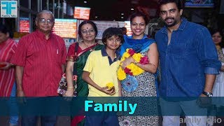 R Madhavan Family । R Madhavan with wife and childrens
