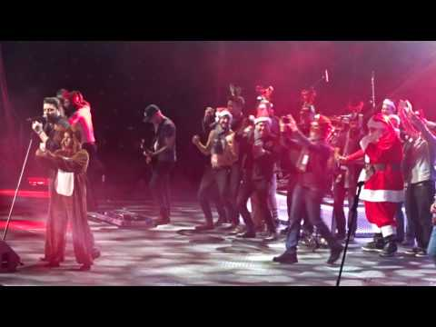 """Chris Young """"Baby Please Come Home"""" with reindeer Cassadee Pope  12-10-2016"""