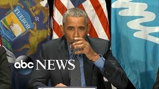 بالفيديو: أوباما يشرب كوباً من الماء المرشح بعد فضيحة التلوث بالرصاص