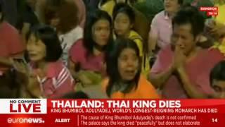 Live footage: Thai people grieve at news of King Bhumibol Adulyadej