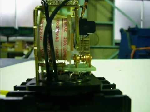 オムロン電磁リレーが動作する映像