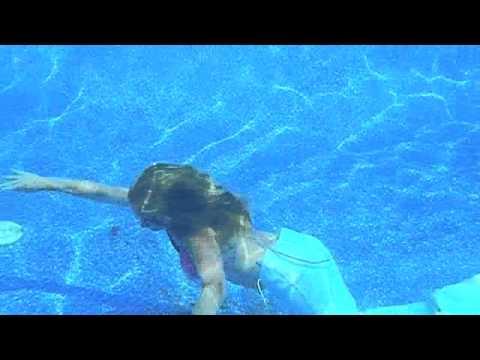 'Mermaids' perform at Ripley's Aquarium of the Smokies | Doovi