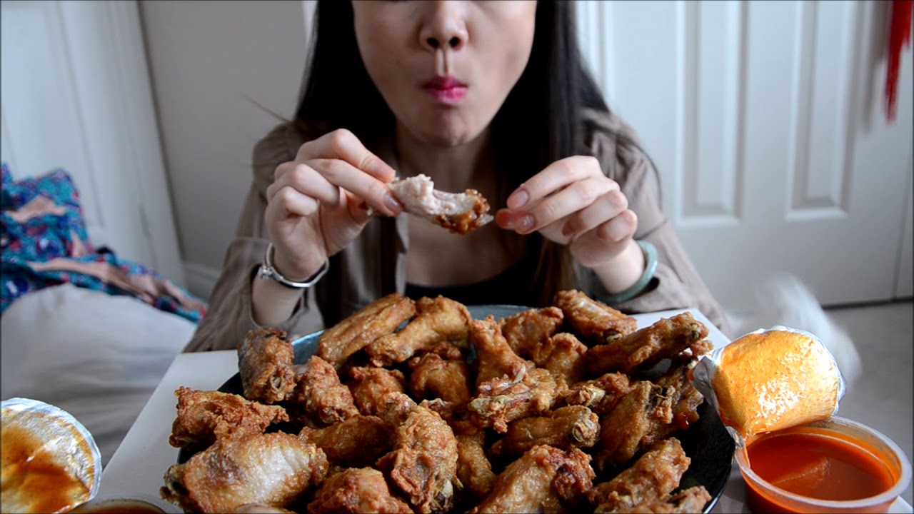 Eating Show: 30 Costco Deep Fried Chicken Wings
