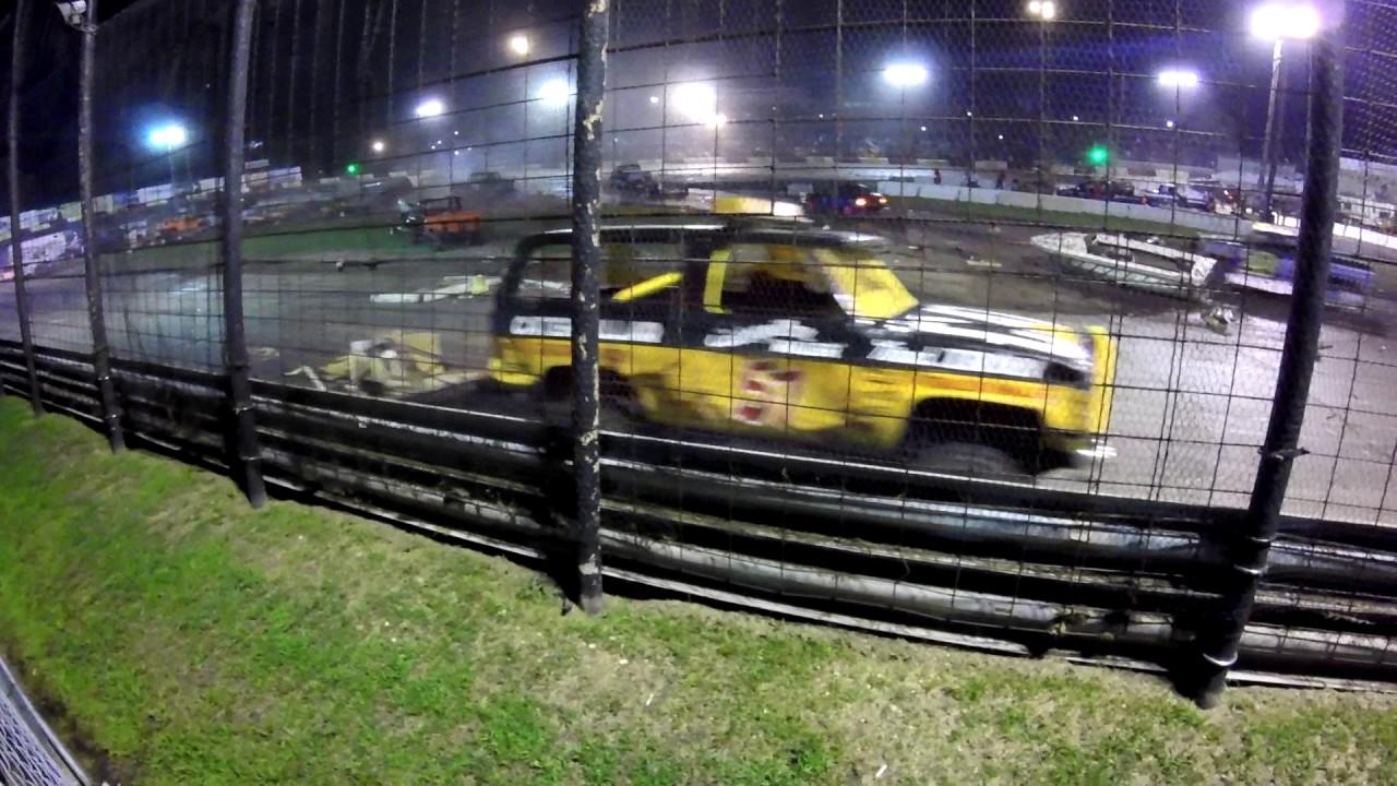 Rockford Speedways World Famous Figure 8 Trailer Race 2016 - YouTube