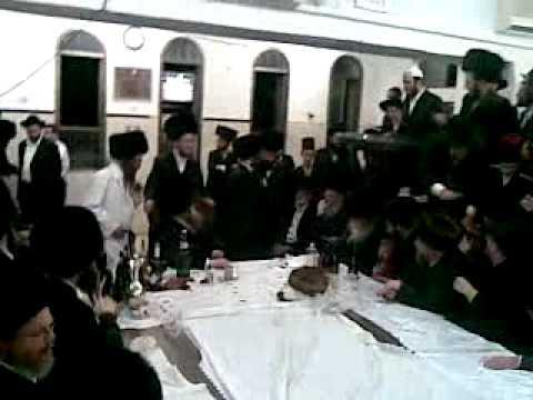 "Purim tish in Modzitz 5770 פורים טיש במודז'יץ תש""ע"