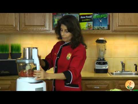 Raw Food Recipe: How to Make Raw Vegan Marinara Sauce