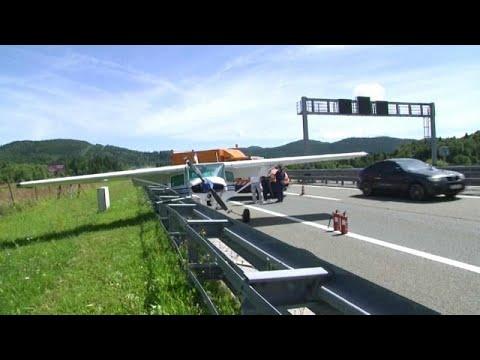 شاهد: هبوط اضطراري لطائرة على الطريق السريع في كرواتيا  - نشر قبل 13 ساعة