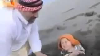 رجل يدفن ابنته حيه
