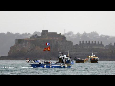 حقوق الصيد البحري بعد بريكسيت: البحارة الفرنسيون يحتجون ولندن ترسل سفنا إلى جزيرة جيرسي البريطانية  - 22:59-2021 / 5 / 6