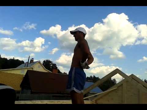 Как поставить стропила на баню из бревна видео