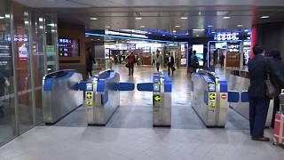 博多駅の新幹線中央乗換口の改札口の風景