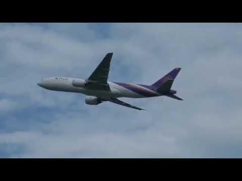 เช้าๆการบินไทยบินกันเยอะ ติดๆกันเลย