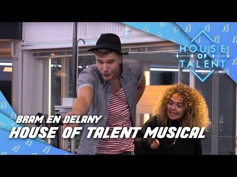 Delany duwt Bram van podium tijdens show!