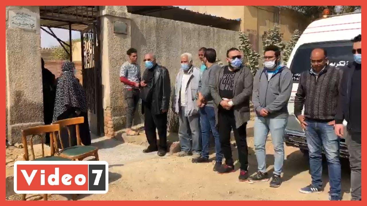 أسرة الفنانة أحلام الجريتلي تتلقى العزاء بالمقابر  - 13:59-2021 / 3 / 1