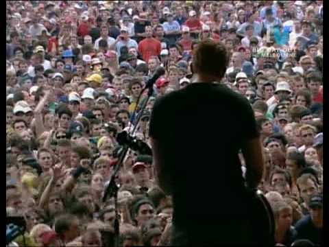 03 Queens Of The Stone Age - Gonna Leave You (Live From BDO 2003)