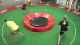 Round Table Tennis: Allround vs Extreme Offensive Style