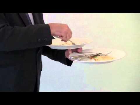 Het afruimen van borden eerste manier - YouTube