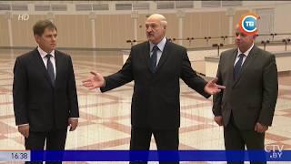 Лукашенко оценил звучание скрипки и цимбал, созданных белорусскими мастерами