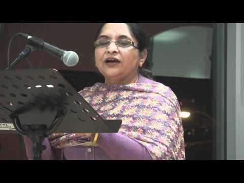 Surjit Kaur reciting her poetry at punjabi forum canada