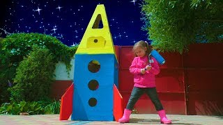 Pretend play with colorful playhouse Space adventure with Yulya