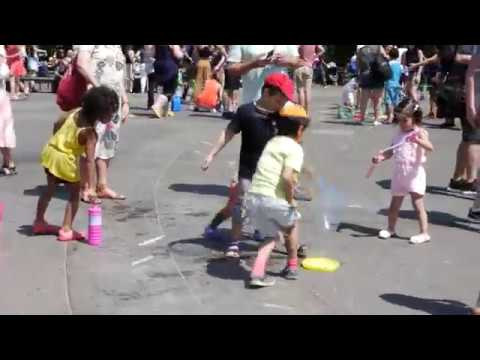 Bubble Party at Washington Square Park in 4K - (New York, June 11th of 2017)