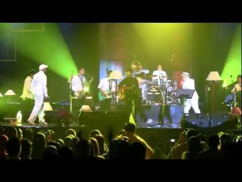 Sandhy Sondoro - Malam Biru ft. Tompi & Glenn Fredly @ Central Park [HD]