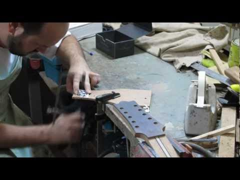 Como construir uma viola em 12 minutos (How to build a guitar in 12 minutes)