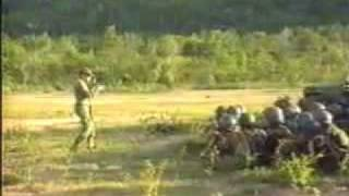 Repeat youtube video มาดูอาแดงฝึกทหารยศนายสิบกัน สมัยเป็น ผบ.ม.พัน 30 ยศพันโท