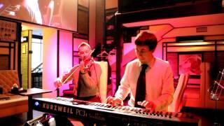 Музиканти у ресторані японаХата. Композиція: nothing else matters