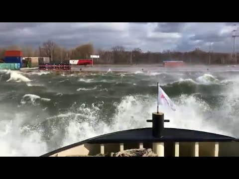 Huge Waves in Port Of Antwerp 10-03-19