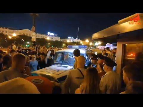 В Хабаровске люди отстояли задержанного на акции в поддержку Сергея Фургала